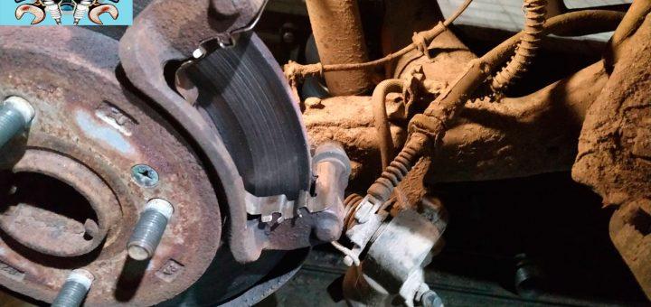 Замена задних тормозных колодок Hyundai i10