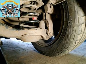 Замена задних пружин на автомобиле Mazda 3