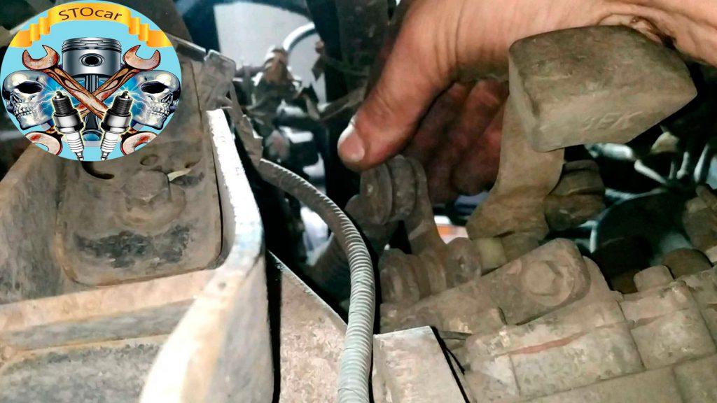 Снятие коробки передач на автомобиле Cherry E5 1.5i 16 valve.